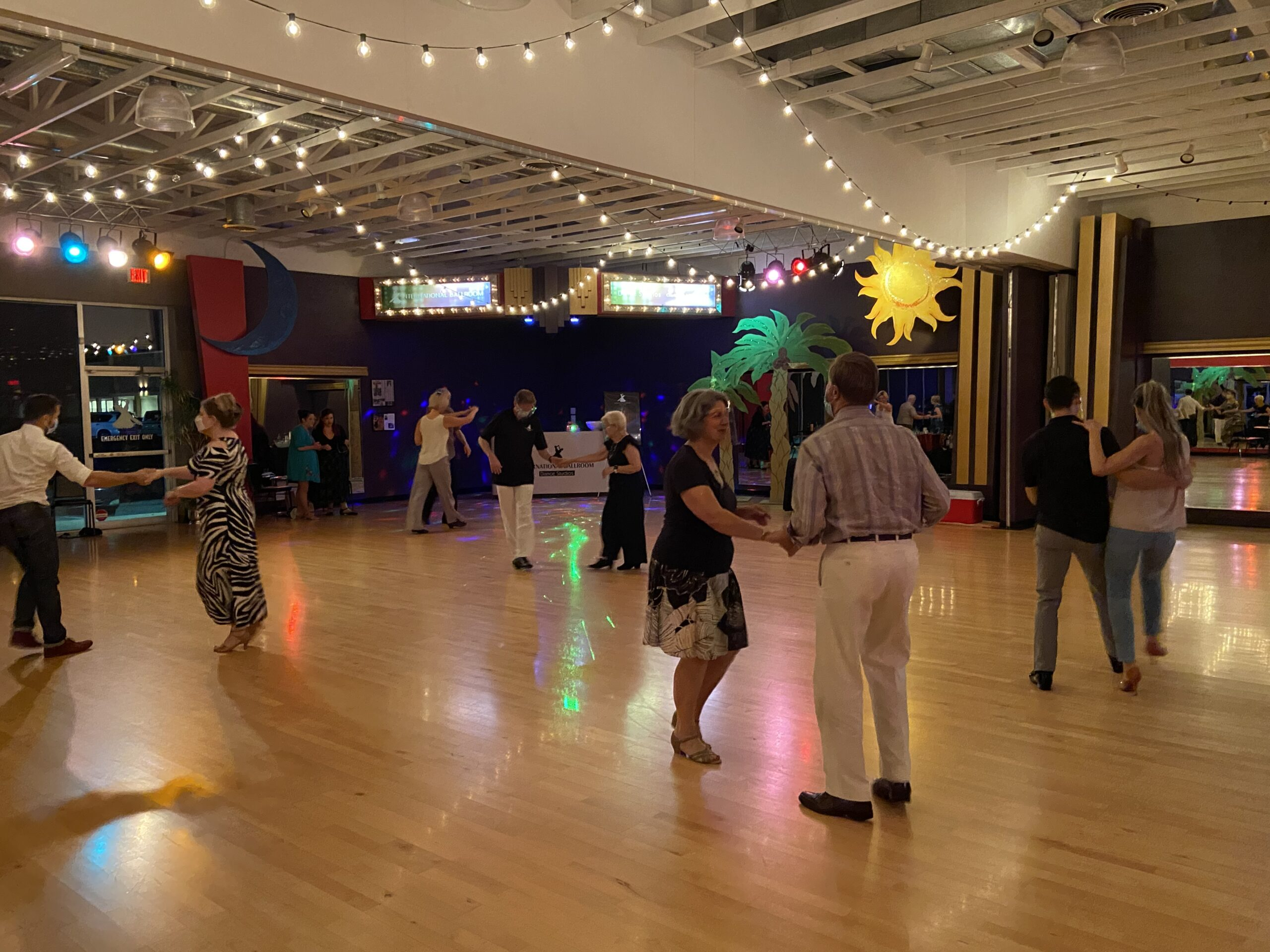 """Stayin' alive"" and dancing the night away: How our Moonlight Mixers are keeping us happy & healthy OFF the dancefloor!"